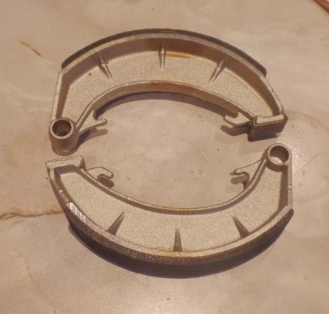 Norton Atlas, Commando front Duplex Brake Shoes / Pair 1969-73